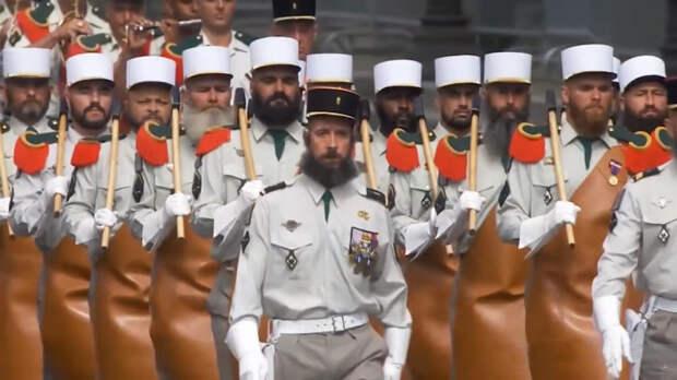Непахнущие носки и фартук мясника: удивительные аксессуары армий мира