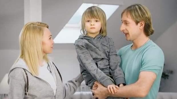 «Низко использовать ребенка для путинских поправок». Плющенко иРудковскую раскритиковали заролик про Конституцию