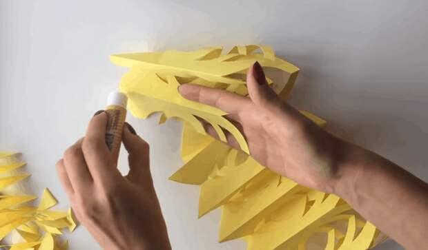 Красивая и объемная снежинка из бумаги