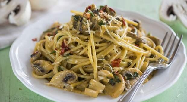 Итальянская паста с шампиньонами с сливочном соусе. Диетический вариант.