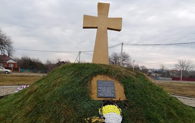 Памятник всем миром: в Белореченском районе открыли мемориал погибшим казакам