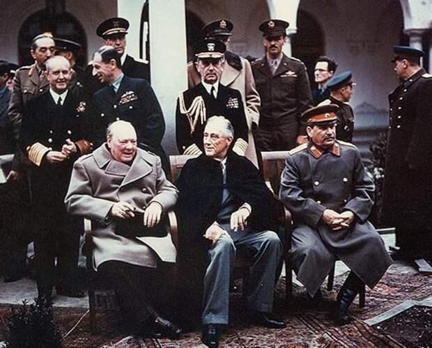 Черчилль, Рузвельт и Сталин у Ливадийского дворца