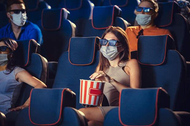 В кинотеатре на Коминтерна продажа еды и напитков теперь только навынос