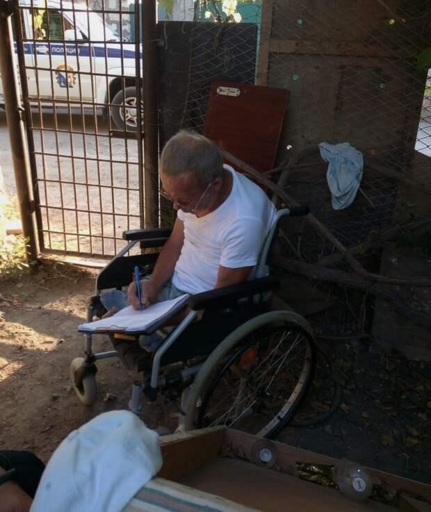 В Севастополе два пьянчуги побили инвалида