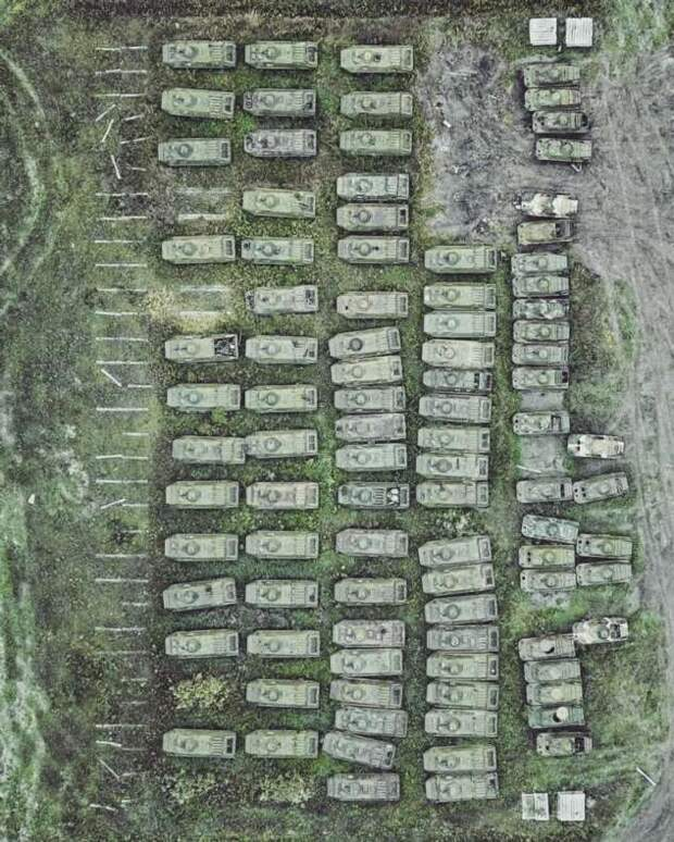 Кладбища военной техники с высоты (18 фото)