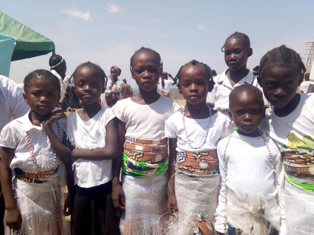 В Нигерии похитили более 300 учениц школы-интерната