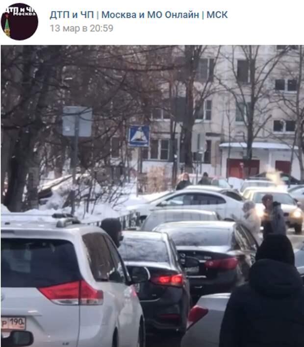 На границе с Куркино автоледи «организовала» пробку