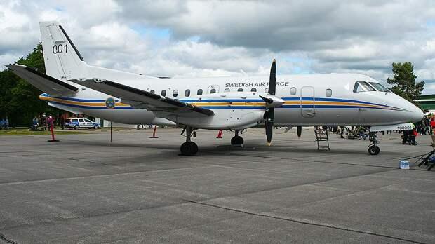 Шведский военный самолет несколько часов летал над Санкт-Петербургом