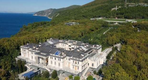 Песков рассказал, посещал ли Путин «дворец» в Геленджике