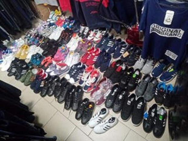 Из магазина в Тверской области изъяли 50 пар фейковой обуви