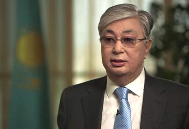 «Административная ретивость»: портретами нового президента Казахстана увешали город Актау (ФОТО)