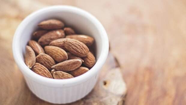 Диетолог Денисова назвала безопасную для организма суточную дозу орехов