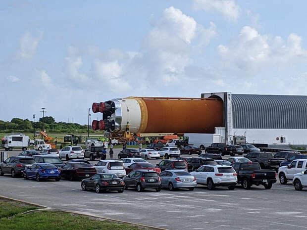 Фотогалерея дня: сверхтяжёлая ракета NASA прибыла во Флориду для лунной миссии «Артемида-1»