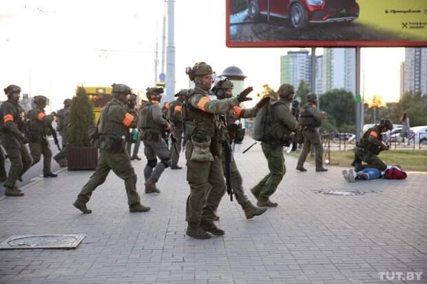 Белорусский ОМОН гоняет оппозицию по окраинам Минска