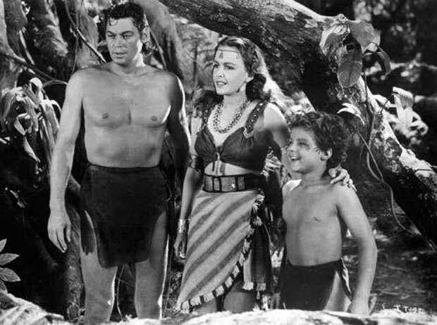 Кадр из одного из многочисленных фильмов про Тарзана с Джонни Вайсмюллером в главной роли