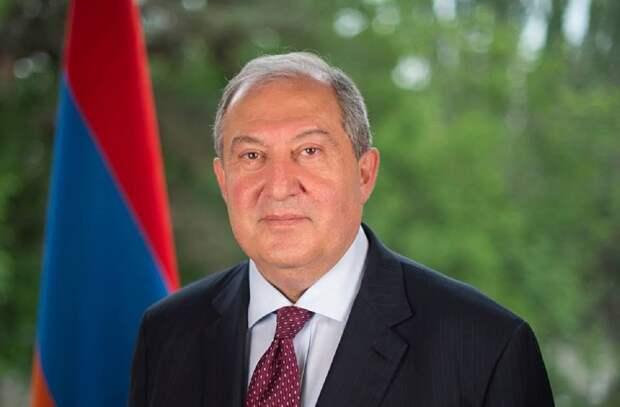 Президент Армении призвал передать власть правительству национального согласия