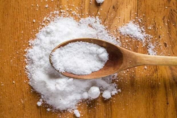 Попробуйте мыть пол с солью: преимущества по сравнению с магазинной химией или даже простой водой
