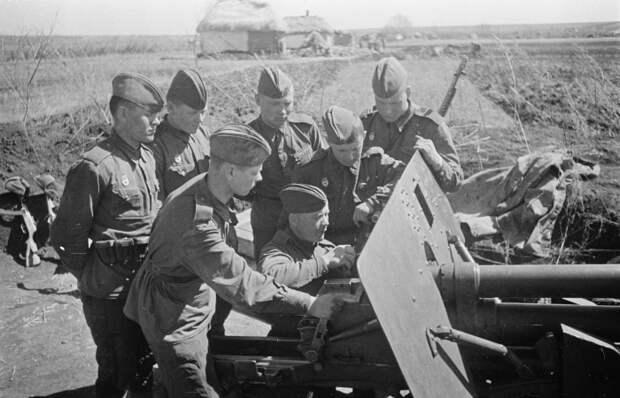 Вот для чего красноармейцы привязывали к стволу артиллерийских орудий винтовку Мосина