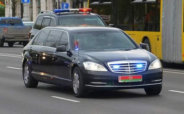 Жириновский призвал Лукашенко вместе со свитой ехать в Москву на поклон царю
