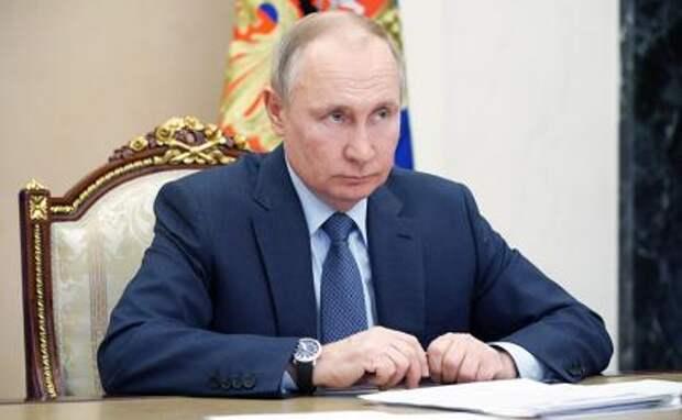 На фото: президент России Владимир Путин во время совещания с правительством в формате видеоконференции