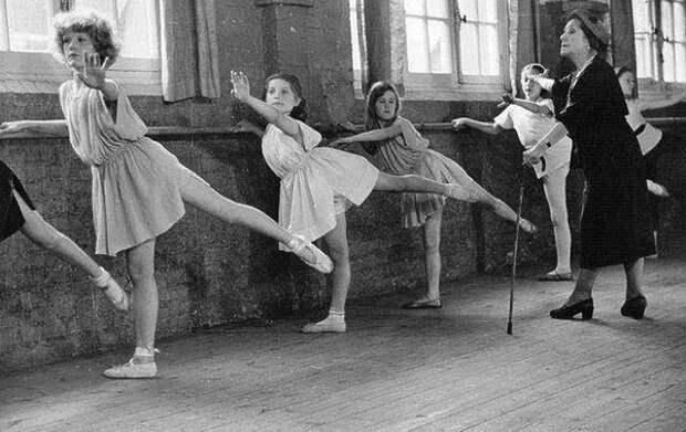 Кшесинская в своей балетной школе.