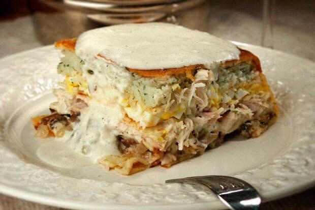 Курник из блинов с курицей и грибами — рецепт из детства