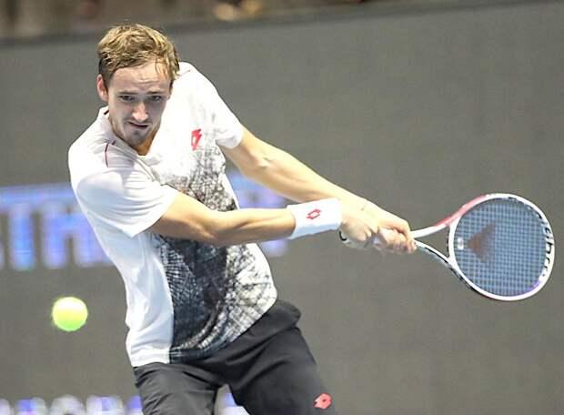 Медведев вслед за Рублевым и Хачановым пробился в третий круг Australian Open. До российского четвертьфинала – два шага