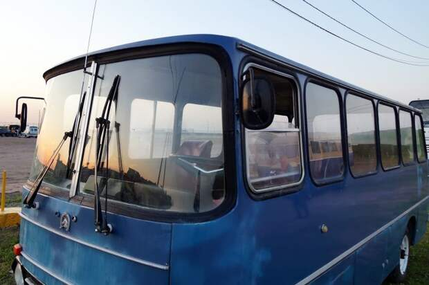 Все стёкла у мини-Икаруса из Нальчика — свои АКХ-60, авто, автобус, икарус, олдтаймер, ретро техника, самоделка, самодельный автомобиль