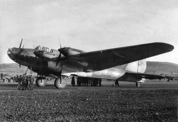 Самолёт-бомбардировщик Пе-8 (ТБ-7 или АНТ-42 )