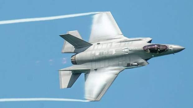 Болтон обвинил Китай в краже технологий истребителей F-35