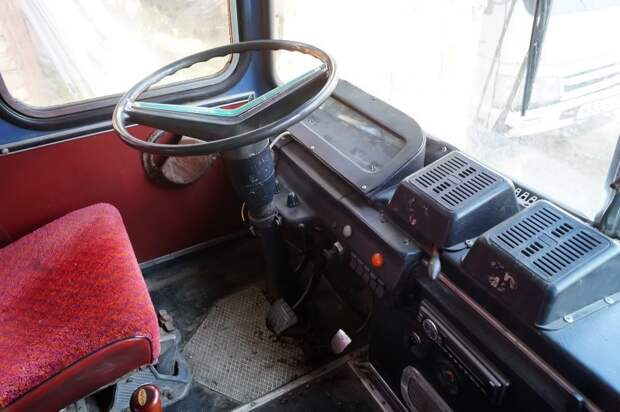 Место водителя АКХ-60 АКХ-60, авто, автобус, икарус, олдтаймер, ретро техника, самоделка, самодельный автомобиль