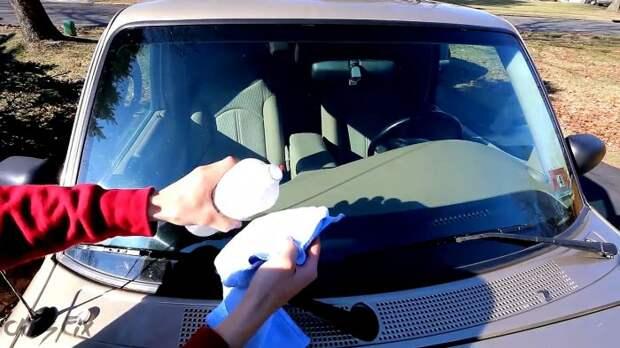 Простой ремонт скола на лобовом стекле автомобиля