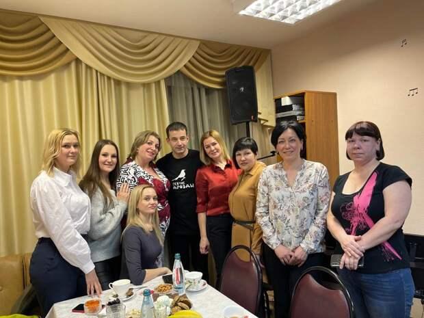 Актёр и музыкант Дмитрий Певцов встретился с творческим коллективом «Раздолье» в Алтуфьеве