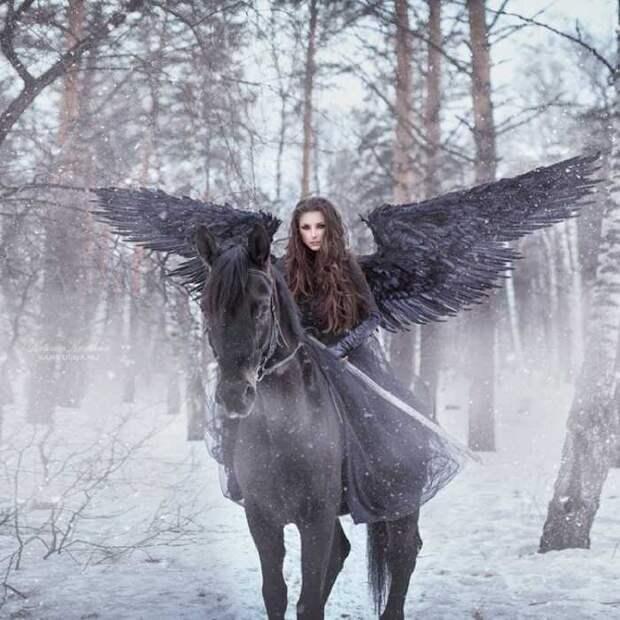 Согласно легендам, валькирия забирала душу воина и уносила её в Валгаллу.