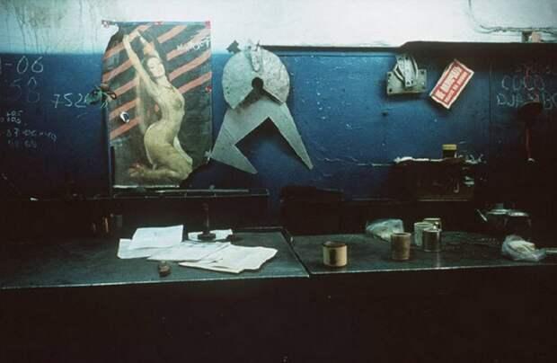 Безысходность 90-х в объективе французского фотографа. Запрещенные кадры, за которые Лиз Сарфати чуть не лишили свободы...
