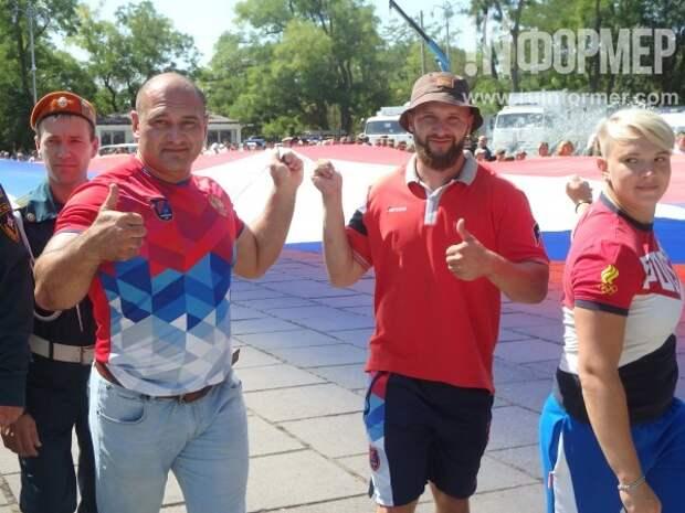 Севастополь развернул флаг России