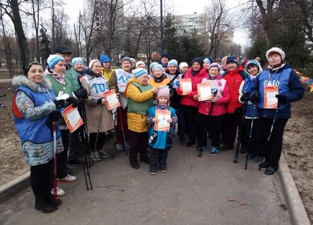 Соревнования по скандинавской ходьбе прошли в парке «Торфянка»