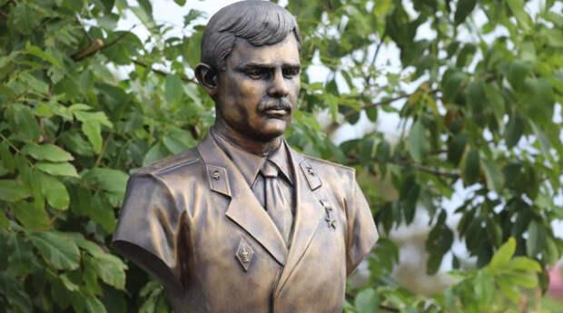 В Крыму открыли памятник Герою России, погибшему в войне с террористами
