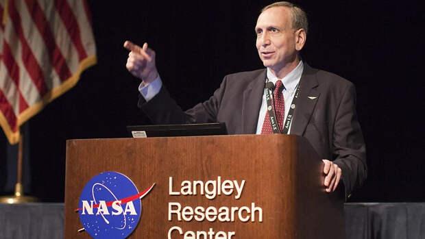 А Юрчик просто открывался... NASA клянётся в любви и верности Роскосмосу
