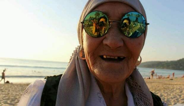 Лихая старушка-разбойница. Она говорит, что поступила так же,  если бы снова предоставилась такая возможность!