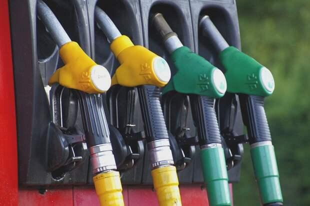 Российские нефтяные компании начали торговать бензином себе в убыток