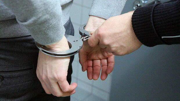 Полицейские в Северном задержали подозреваемого в избиении мужчины на дороге