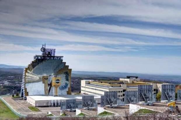 Крупнейшая в мире гелиостанция: как сегодня используется советская солнечная печь