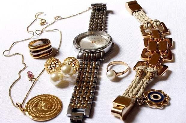ТАСС: на антикварной выставке в Москве пропало кольцо с бриллиантом