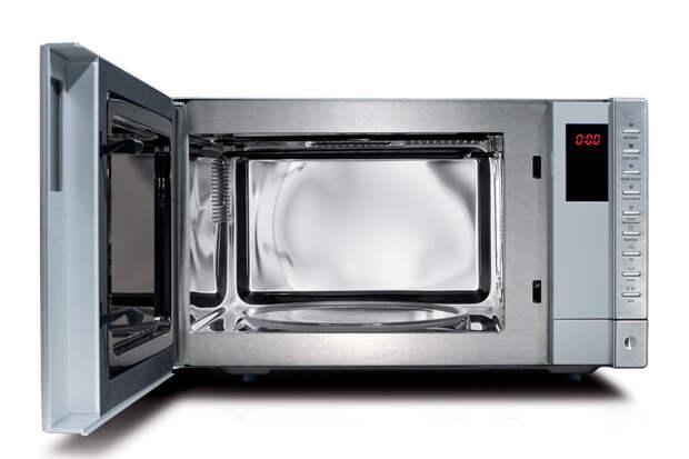 Что случится, если запустить микроволновую печь с открытой дверью?
