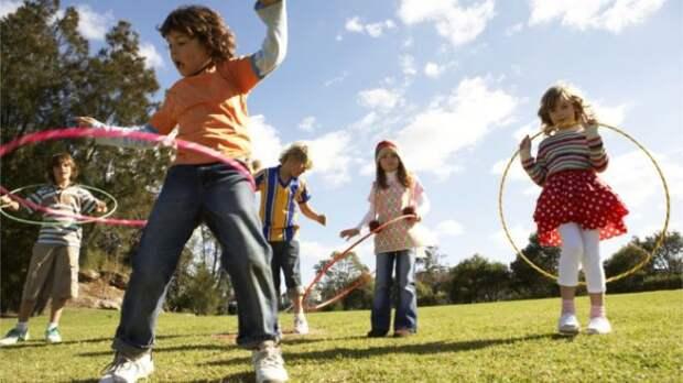 В какие игры играли дети 90-х, и в какие играют современные дети?