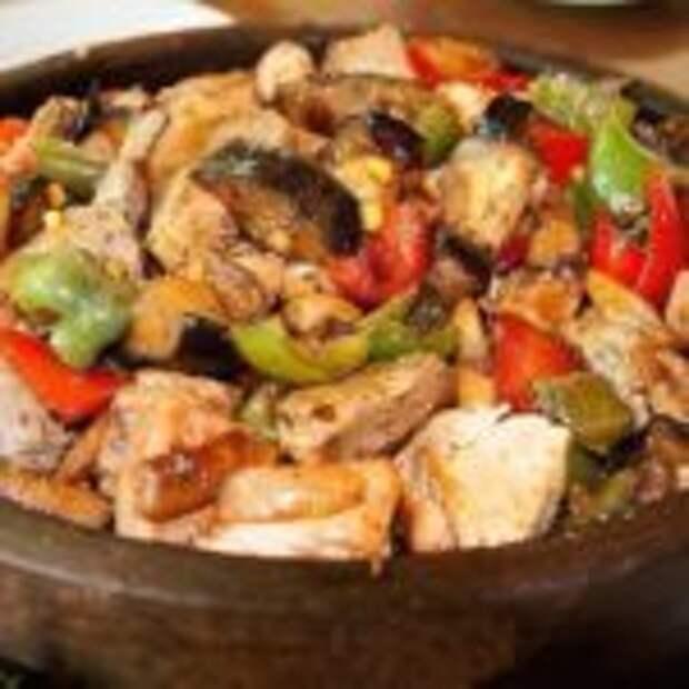 Мясо с овощами на болгарском саче.