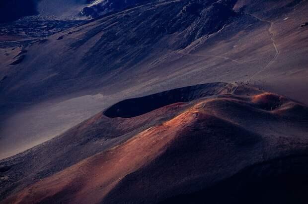 Японские ученые обнаружили крупнейший кратер в Солнечной системе