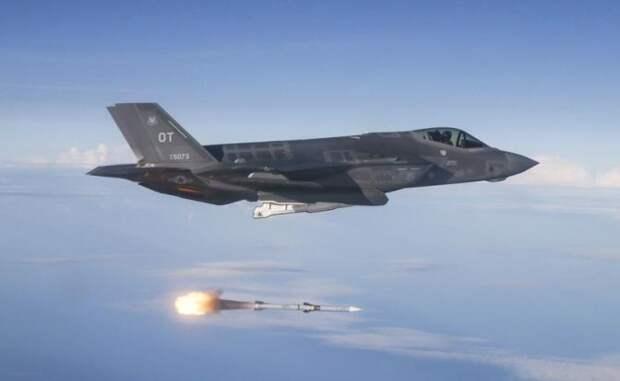 На фото: истребитель-бомбардировщик F-35A