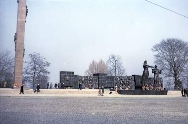 РВИО осудило демонтаж Монумента славы Советской армии во Львове